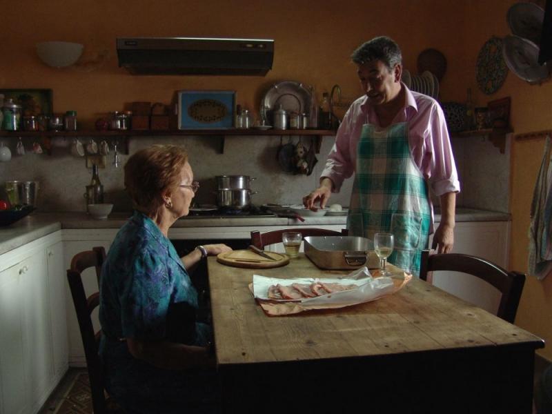 Sommerfrokost i Rom er en film om familieforpligtigelse, god mad og italiensk hvidvin.