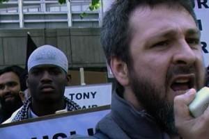 Khaled Kelly under en demonstration