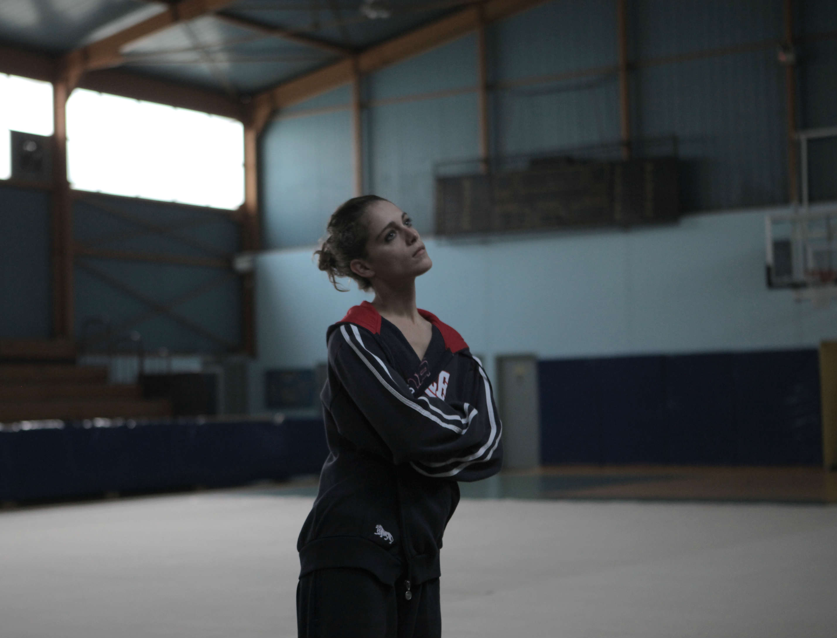 Gymnasten (Ariane Labed) funderer. Photo Courtesy of Øst for Paradise
