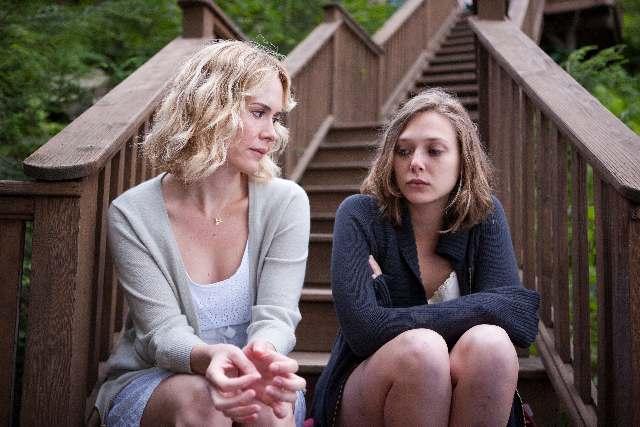 Sarah Paulson og Elizabeth Olsen i Martha Marcy May Marlene. Photo Courtesy of Camera Film.