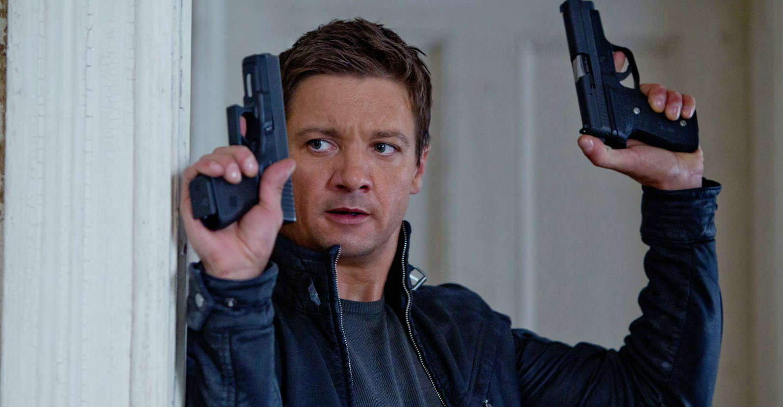 Aaron Cross (Jeremy Renner) er klar til at splitte CIA's agenter ad. Photo courtesy of UIP.