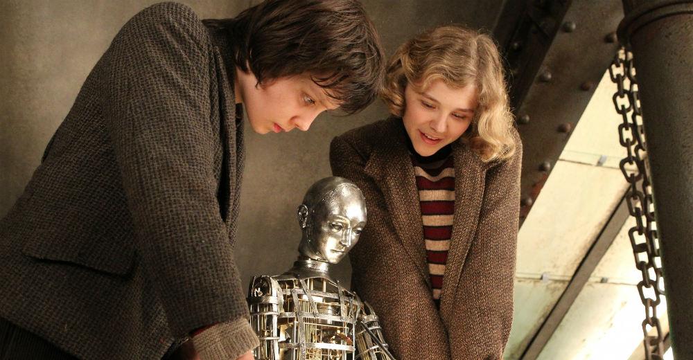 """Hugo og Isabelle med en """"automaton"""". Photo Courtesy of PR Nordic."""