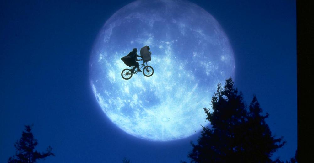 Et ægte filmikonisk billede. E. T. Photo Courtesy of PR Nordic,