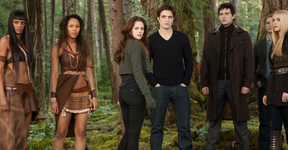 Bella (Kristen Stewart) og Edward (Robert Pattinson) i den sidste Twilight-film. Photo Courtesy of Nordisk Film Distribution