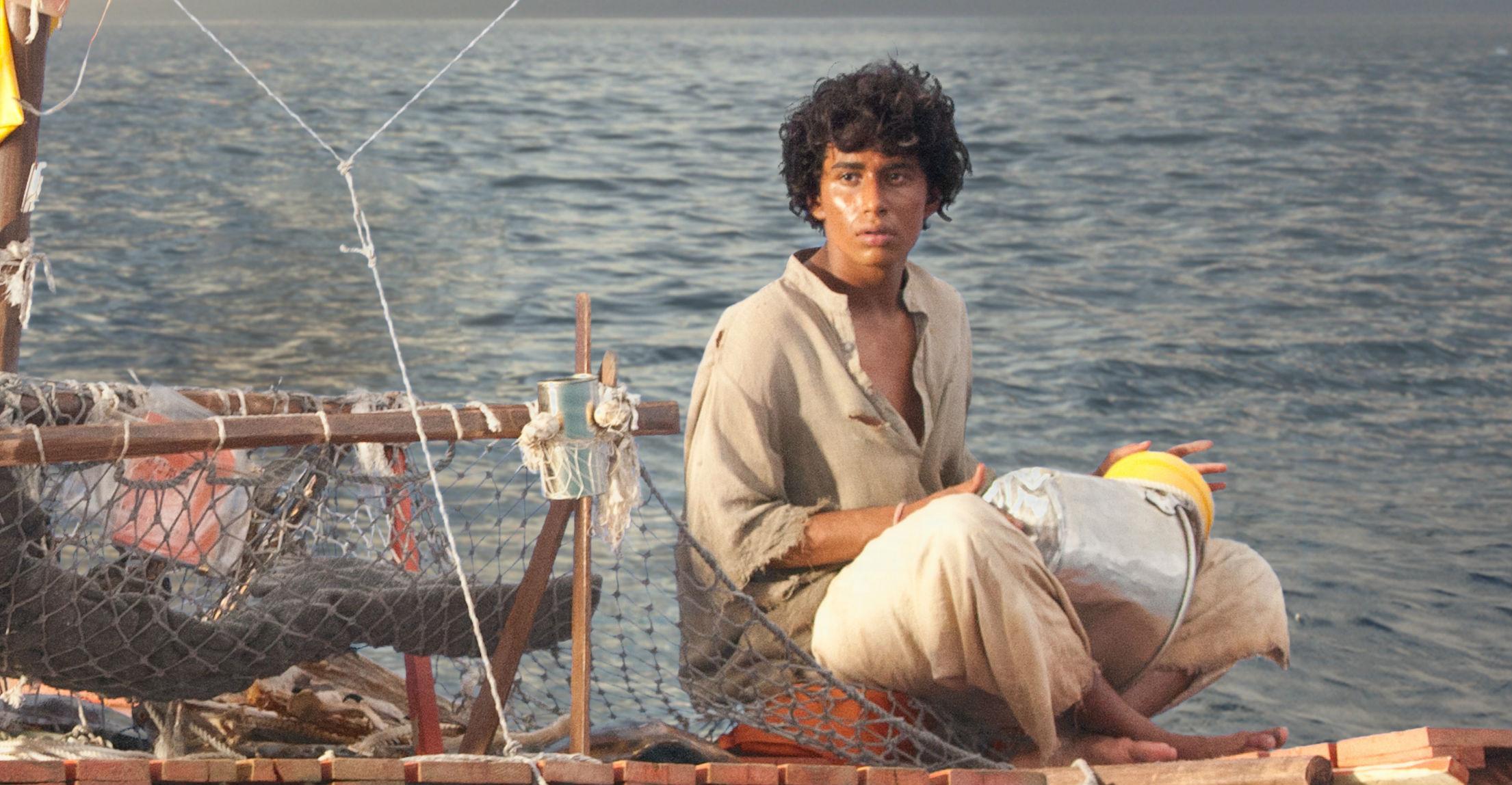 Pi (Suraj Sharma) i et af mange majestætiske øjeblikke. Photo courtesy of Twentieth Century Fox.