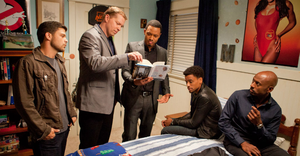 Mændene lægger skumle planer (Owen, Malco, Ferrara, Ealy). Photo Courtesy of Walt Disney and Sony Pictures.