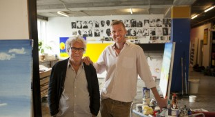 Jørgen Leth og John Kørner i sidstnævntes atelier. Photo Courtesy of Camera Film Distribution