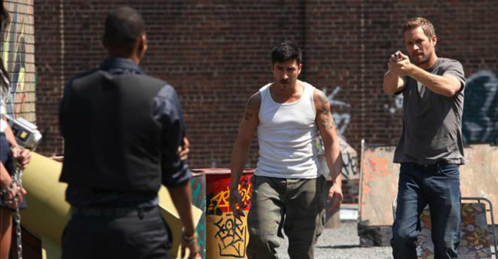 Paul Walker og David Belle som Damien og Lino i Brick Mansions, courtesy of Scanbox Vision