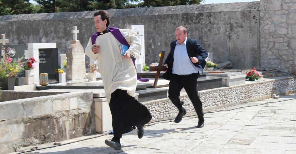 Kresimir Mikic som Don Fabijan og Niksa Butijer som Petar i Don Fabijans bekendelser. Photo Courtesy of Reel pictures.