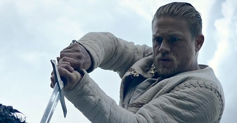 Charlie-Hunnam-King-Arthur-Legend-of-the-Sword-Movie-Wallpaper-10-1600x786