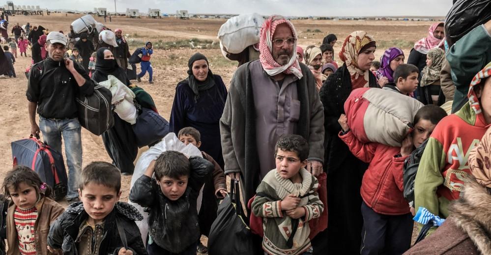 2004038_humanflow_still_human-flow-still-2016-04-14-jordanian-syrian-border_org_print